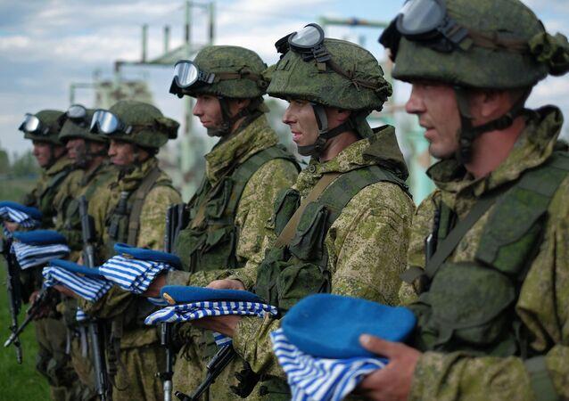 Forças especiais Spetsnaz do Distrito Militar Central em uma base de treinamento na região de Samara