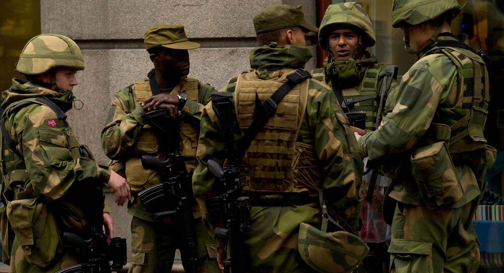 Soldados da Noruega na capital Oslo