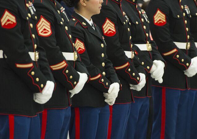 Efetivos da Marinha norte-americana no encontro com a primeira dama Michelle Obama, Washington, EUA, dezembro de 2015