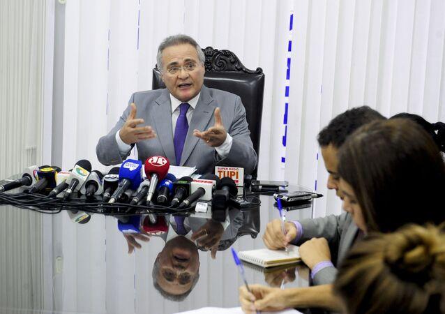 Renan Calheiros concede entrevista coletiva