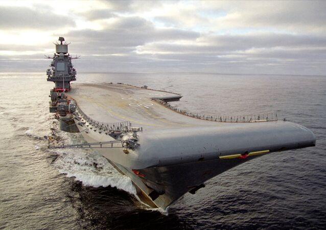 Porta-aviões Admiral Kuznetsov, da Marinha russa