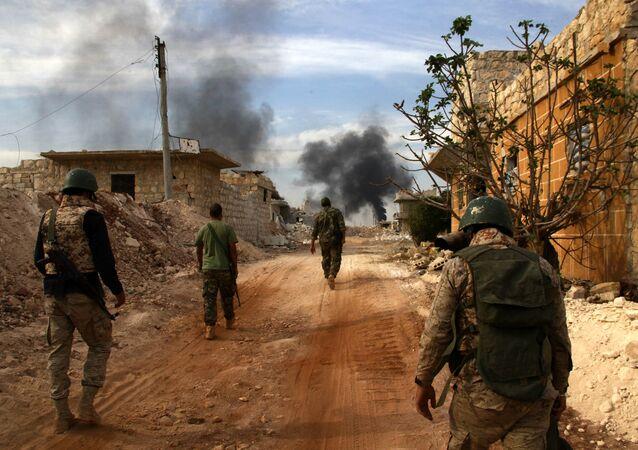 Tropas governamentais sírias avançam em Khan-Tuman, bairro leste de Aleppo, Síria, 25 de outubro de 2016