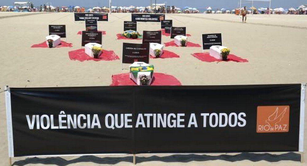 Manifestação nas areias de Copacabana para denunciar mortes por causas violentas