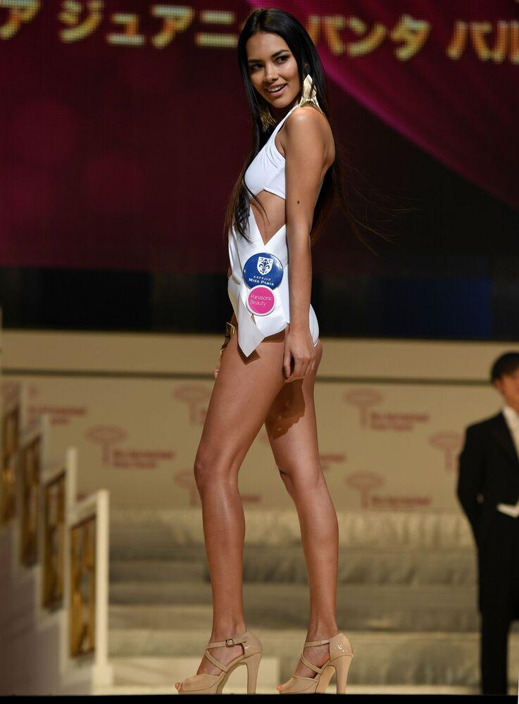 Miss Peru Danea Juanita Panta Vargas durante o ensaio do show em biquínis