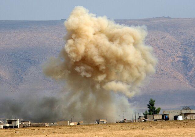 Fumaça depois de um ataue aéreo (foto de arquivo)