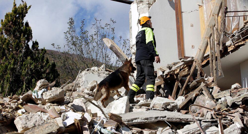 Vários milhares de pessoas ficaram desabrigadas em consequência do forte terremoto que ocorreu no centro da Itália