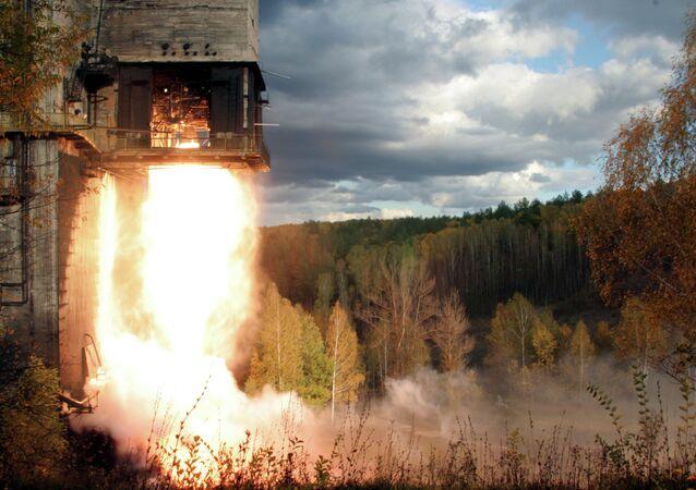 Teste com motor russo NK-33 em Samara, na Rússia