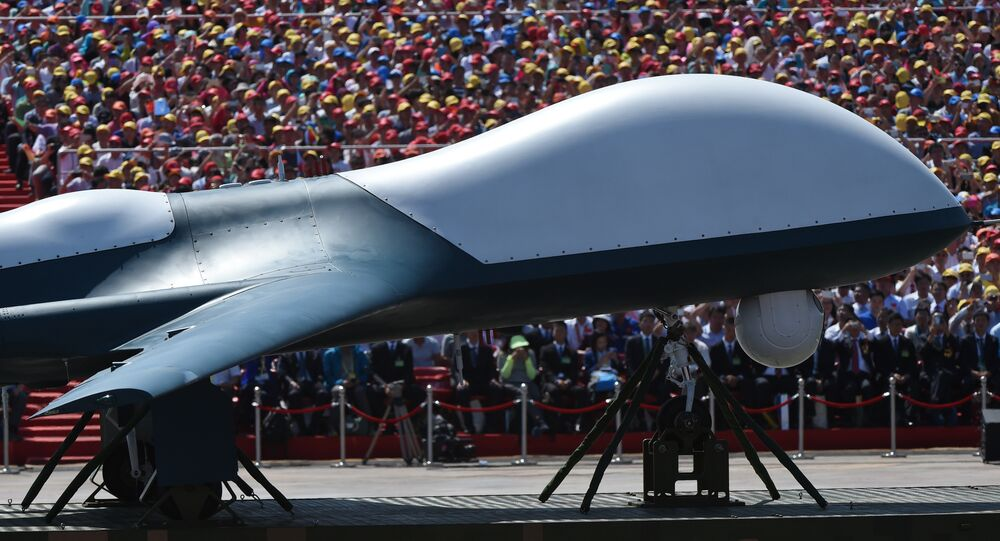 Veículo militar transporta drone de combate chinês na parada militar em hominagem aos 70 anos da vitória na Segunda Guerra Mundial, Pequim, 3 de setembro de 2015