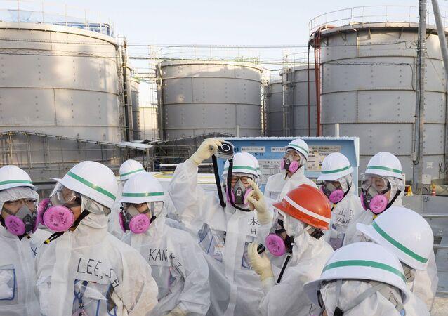 Os membros de uma equipe de investigação sul-coreana estão inspecionando a usina nuclear de Fukushima