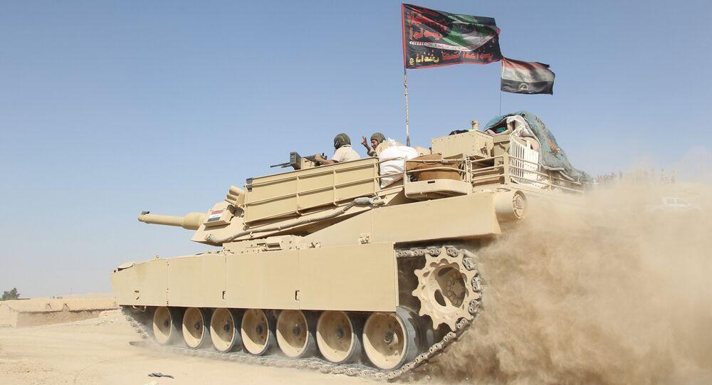 Tanque do exército iraquiano nos arredores de Mossul