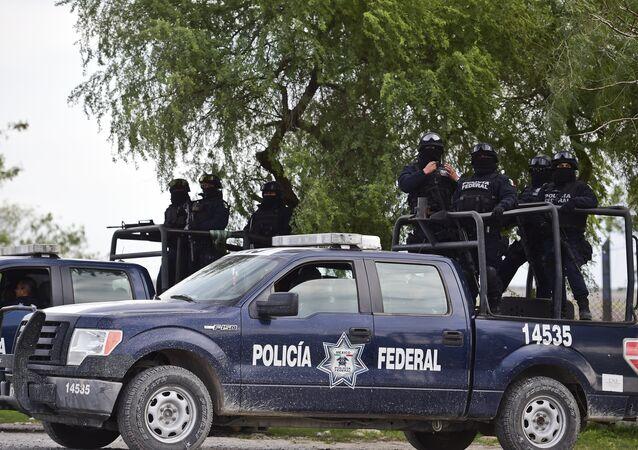 Agentes da polícia mexicana durante operação (arquivo)