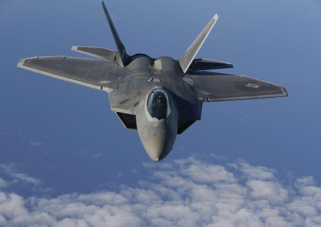 Avião da OTAN efetuando um voo de reconhecimento sobre as águas neutrais do mar Báltico