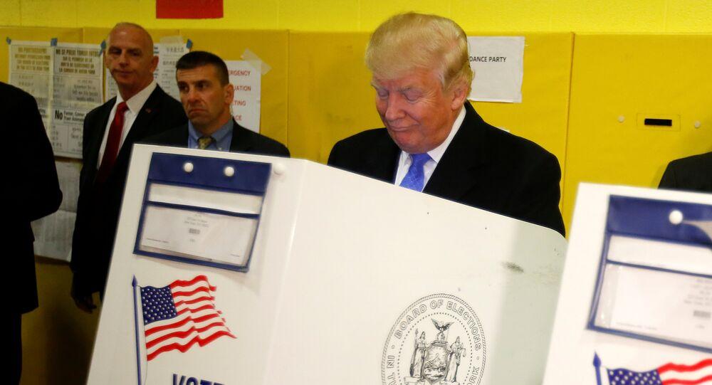 Presidenciável Donald Trump vota em Nova York, 8 de novembro de 2016