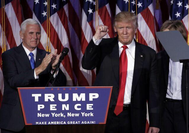 Trump e Pence em Nova-York, 9 de Novembro 2016
