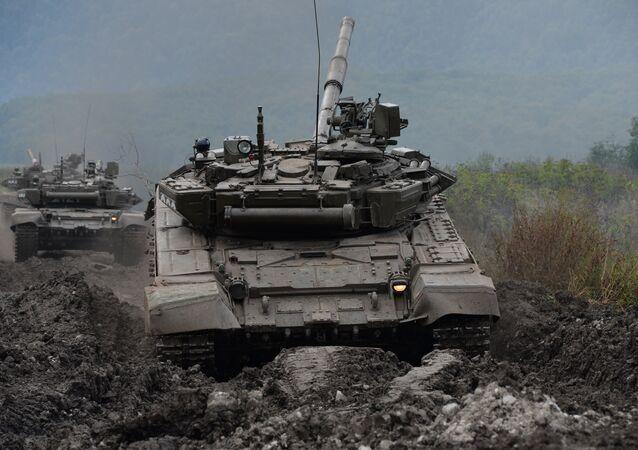 Exercícios militares no Norte do Cáucaso, tanque T-90
