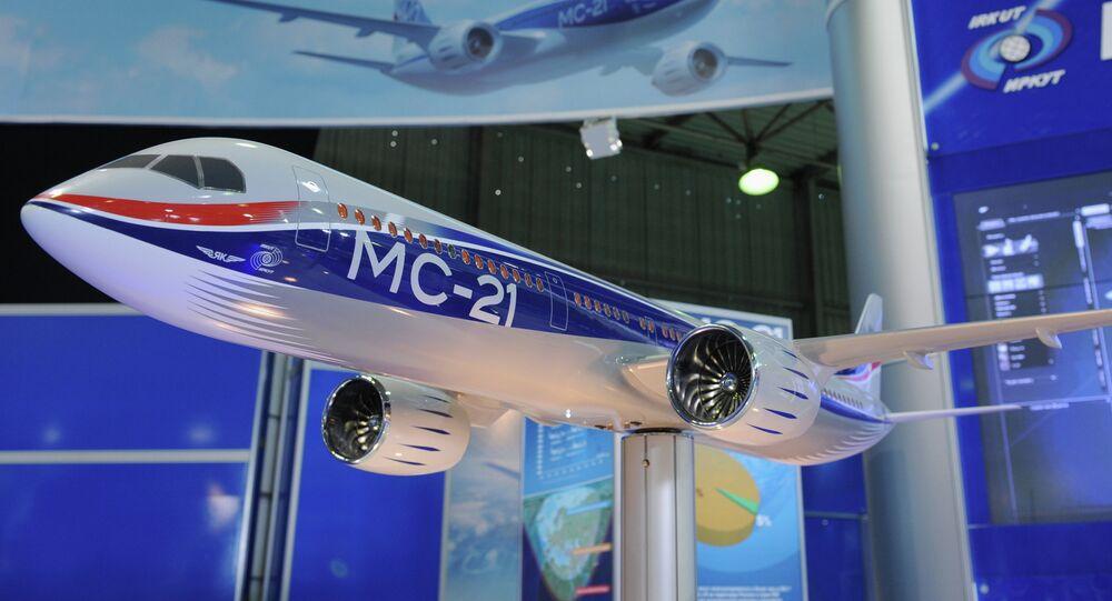Modelo do avião russo de médio curso MS-21 da corporação estatal russa Irkut