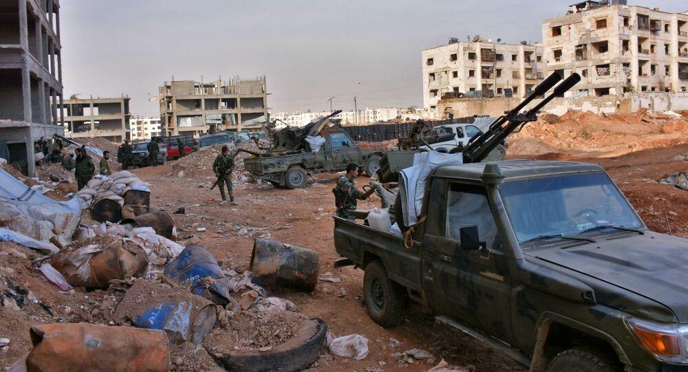 Forças do governo sírio tomam uma posição no bairro 1070 de Aleppo, 8 de novembro de 2016
