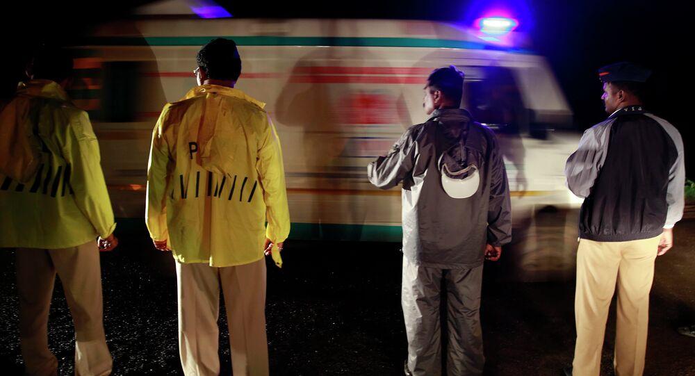 Autoridades indianas após acidente em Uttar Pradesh (arquivo)