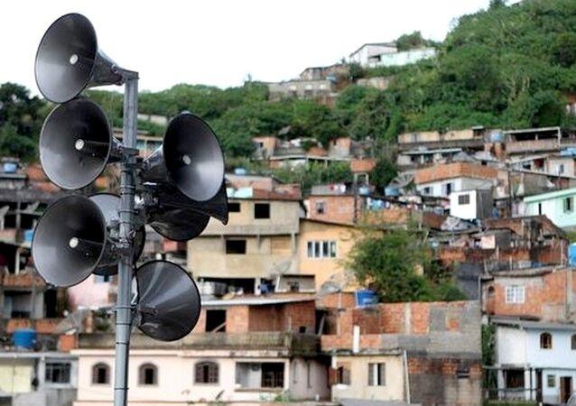 Sirenes instaladas em comunidades do Rio para alertas do perigo das chuvas