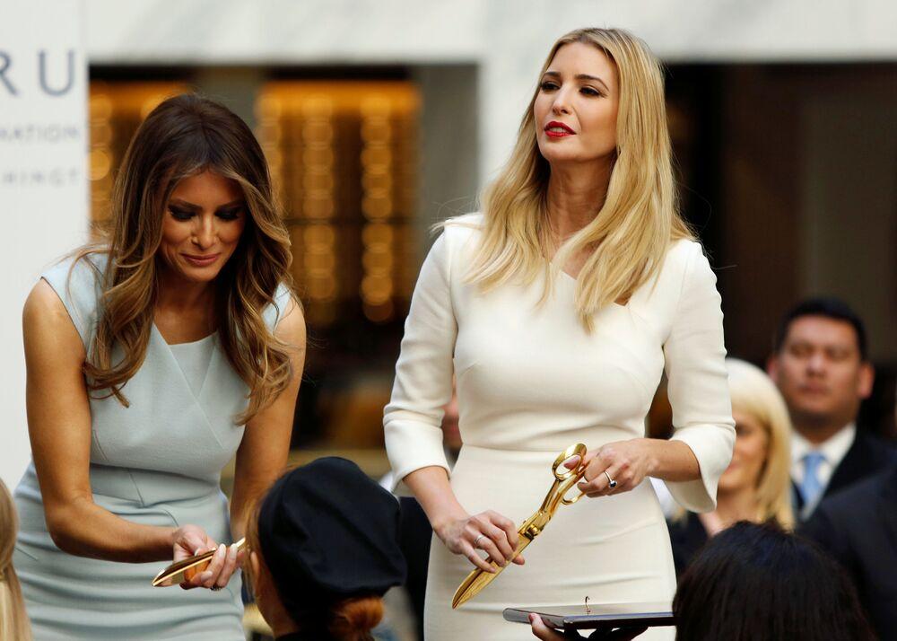 Melania e Ivanka Trump participam da cerimônia de abertura de novo Hotel Internacional de Trump em Washington, EUA, 26 de outubro de 2016