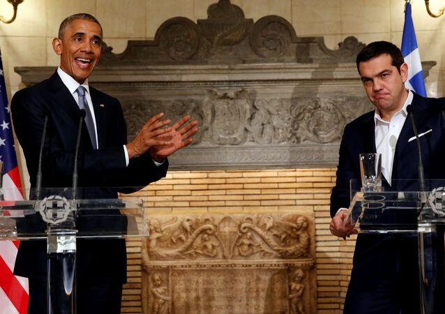 Presidente dos EUA Barack Obama ao lado do premiê grego Alexis Tsipras em Atenas, 15 de novembro de 2016
