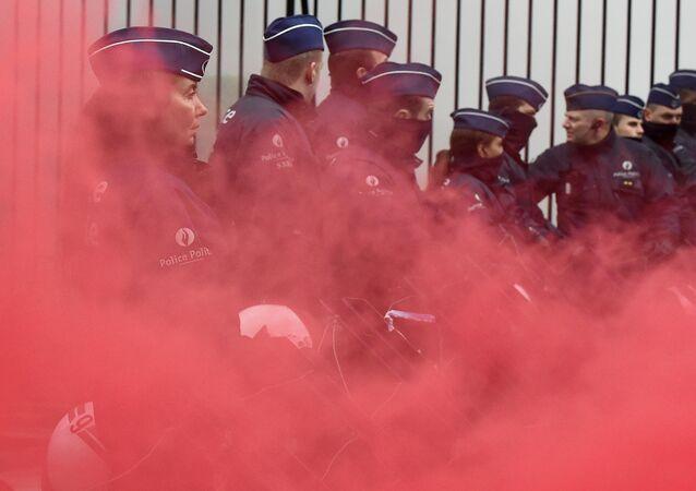 Protesto na Bélgica termina em confronto entre soldados e policiais