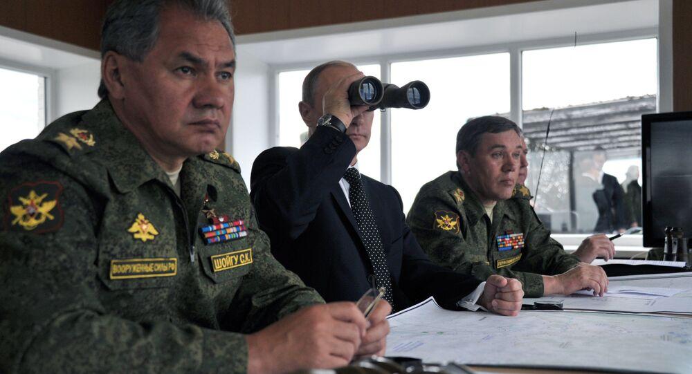 Putin observa os treinamentos militares no polígono transbaicálico