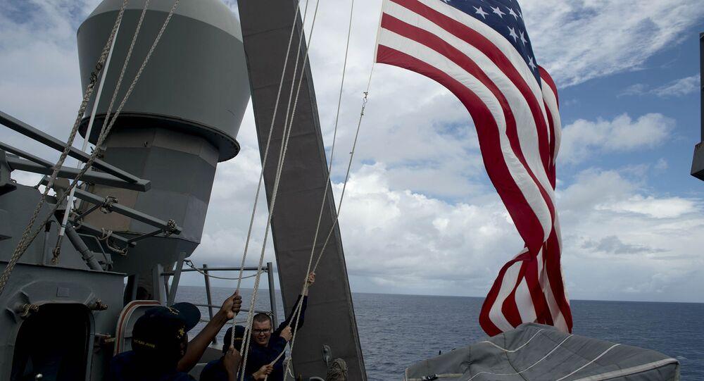 Bandeira dos EUA em um dos navios da Marinha norte-americana