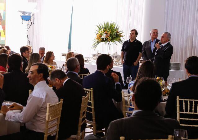 Presidente Michel Temer recebe convidados para jantar com a base aliada no Palácio da Alvorada em 9 de outubro de 2016