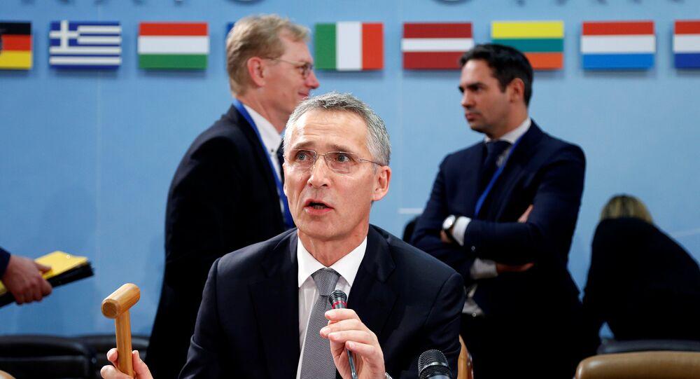 Secretário-geral da OTAN, Jens Stoltenbeg, chefiando a reunião dos ministros da Defesa dos países-membros da aliança em Bruxelas, em 27 de outubro de 2016