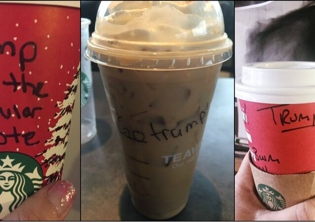 Copos da rede Starbucks