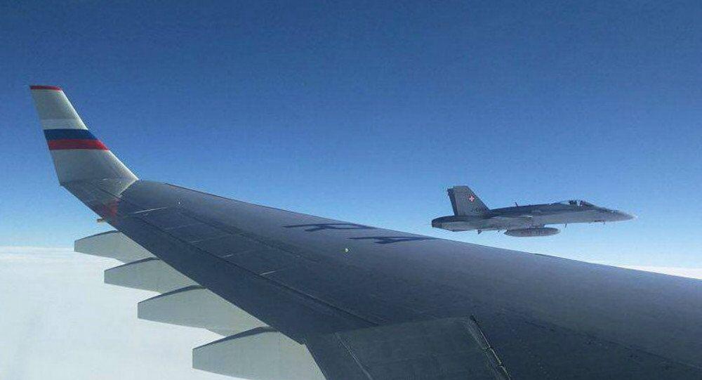 Caças da Suíça perto do avião russo. 19 de novembro, 2016