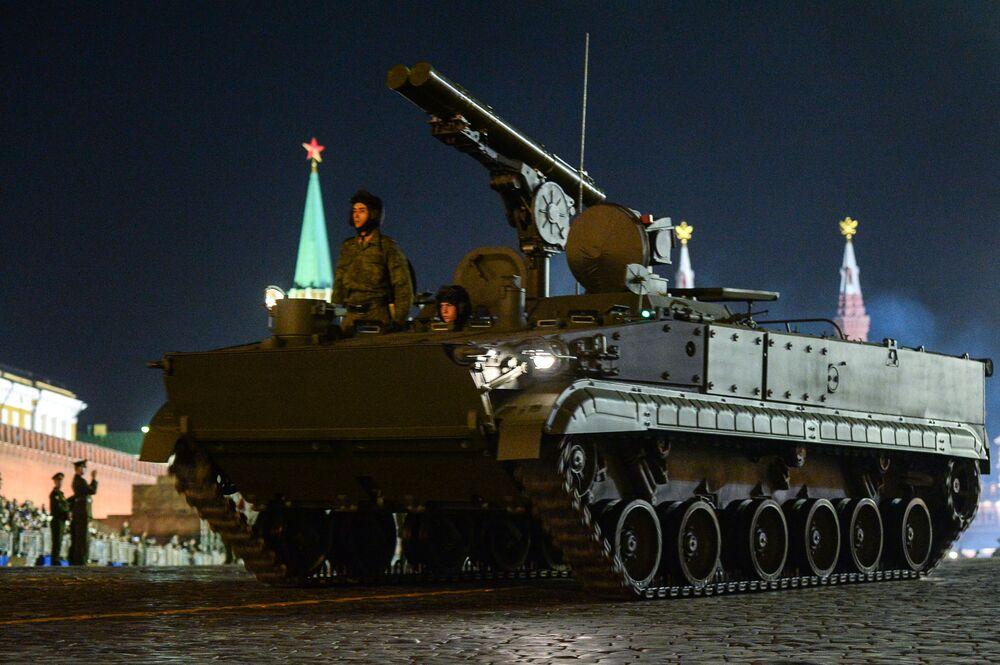 Sistema de artilharia antitanque Khrizantema (AT-15 Springer na designação da OTAN) foi criado primeiramente para lutar contra material blindado inimigo