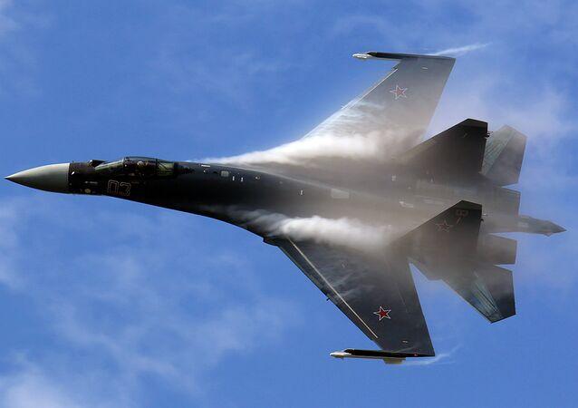 Caças multifuncional russo Su-35 da geração 4++