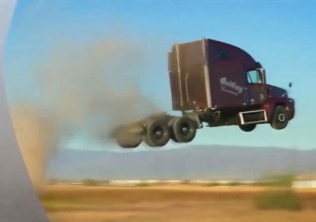Caminhões voadores lançam desafio às leis da Física