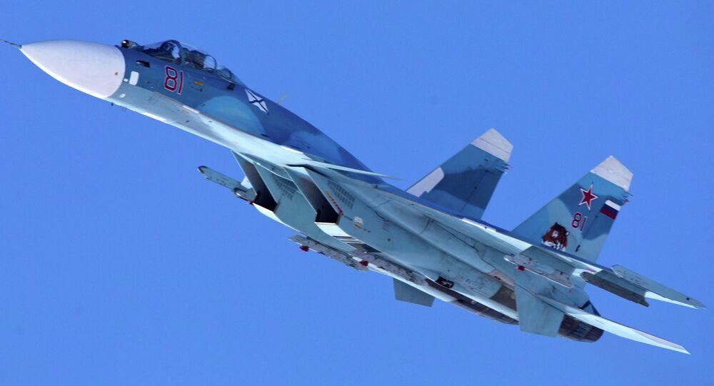 Caça russo Sukhoi Su-33 (foto de arquivo)