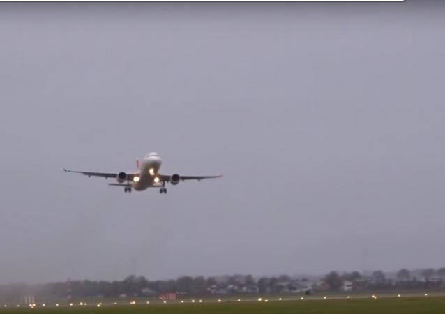 Avião A320 não consegue pousar devido ao vento
