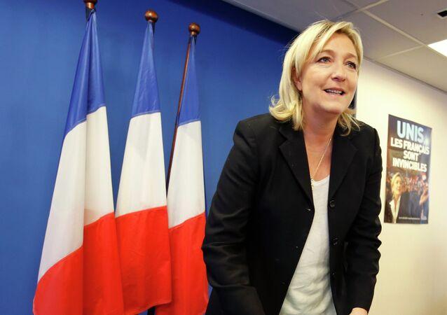 Marine Le Pen, líder do partido Frente Nacional da França, estaria sendo ajudada por Moscou, segundo adversários