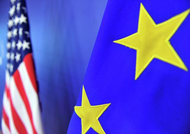 Bandeiras de União Europeia e dos EUA
