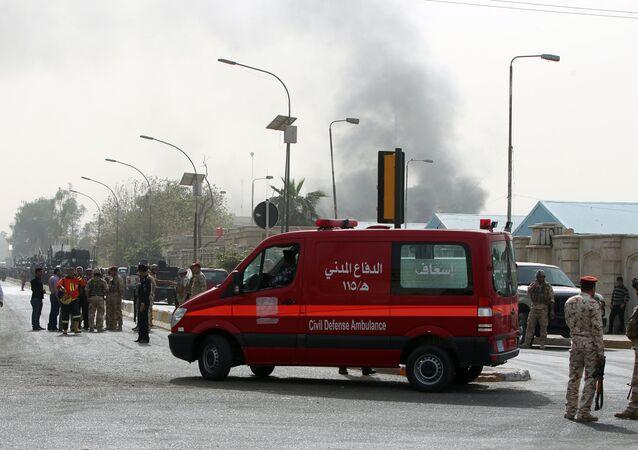 Veículo do serviço de emergência em zona de explosão em Bagdá, Iraque (foto de arquivo)