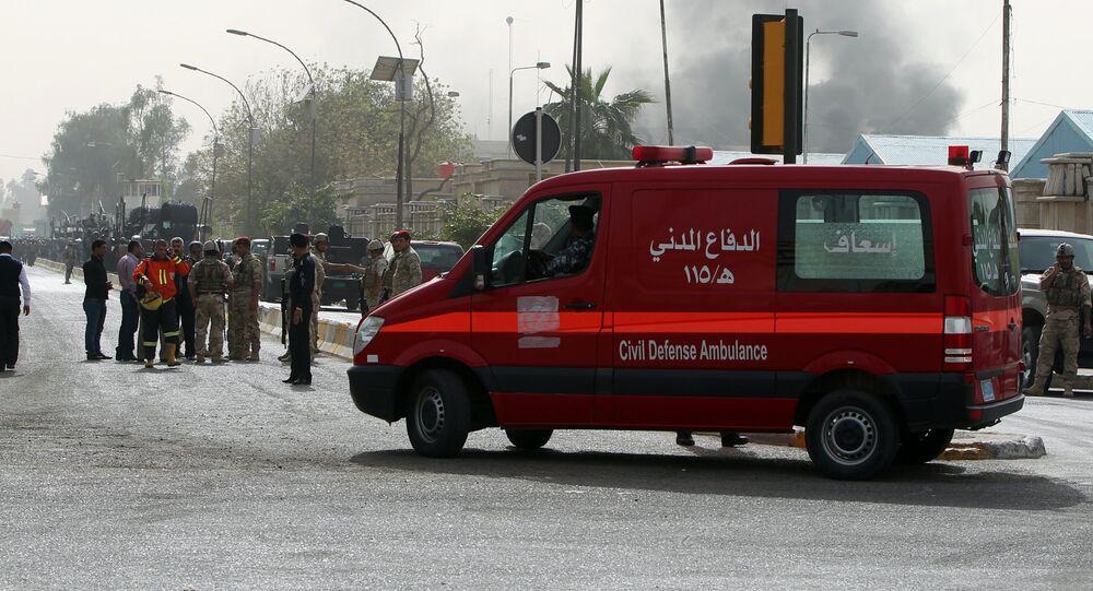 Veículo do serviço de emergências em zona de explosão em Bagdá, Iraque (foto de arquivo)