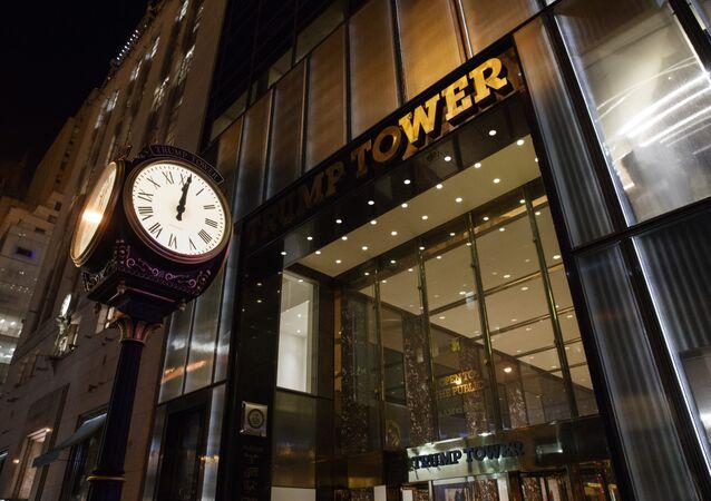Relógio perto da Trump Tower em Nova York