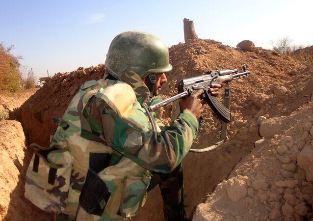 Um soldado do Exército Árabe Sírio