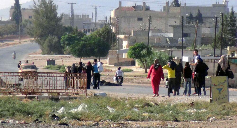 Civis saem da cidade de Suran, província de Hama, Síria (foto de arquivo)