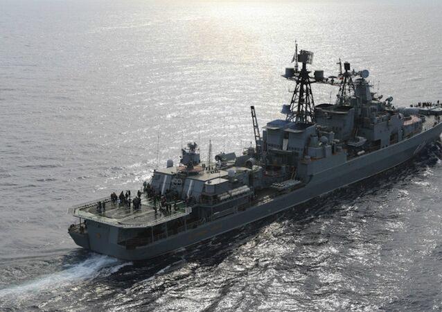 O navio pesado antissubmarino russo Vitse-Admiral Kulakov