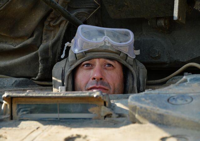 Treinamentos tácticos de brigada motorizada no Daguestão