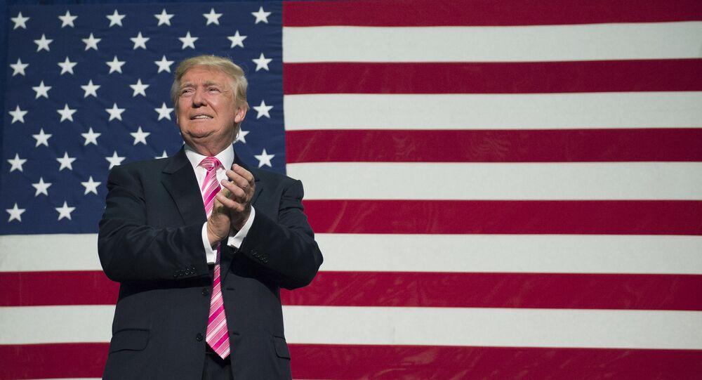 O candidato republicano à presidência norte-americana, Donald Trump, toma parte de um evento no âmbito da sua campanha, em 20 de agosto de 2016, na Virgínia