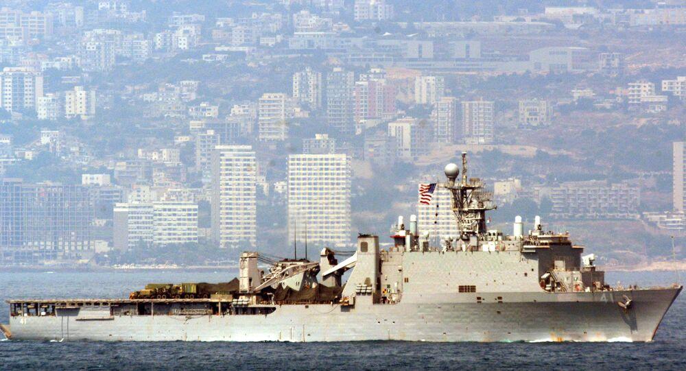 Navio norte-americano USS Whidbey Island (LSD 41) perto do litoral de Beirute, Líbano (foto de arquivo)