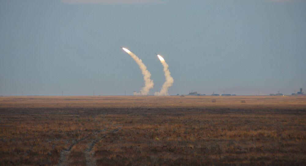 Testes de voo de controle de mísseis balísticos de longo alcance da Ucrânia durante treinamentos militares perto da Crimea, 1 de decembro, 2016 (foto de arquivo)