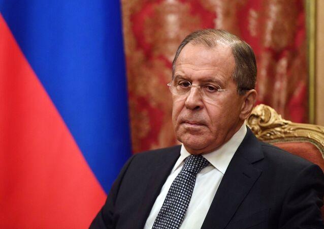 Ministro das Relações Exteriores russo Sergei Lavrov durante o encontro com o presidente do Comitê Internacional da Cruz Vermelha, Peter Maurer, Moscou, Rússia, novembro de 2016